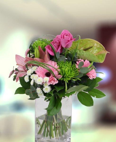Precioso ramo de mano en tonos rosa y pistacho
