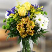 Variado con rosas amarillas