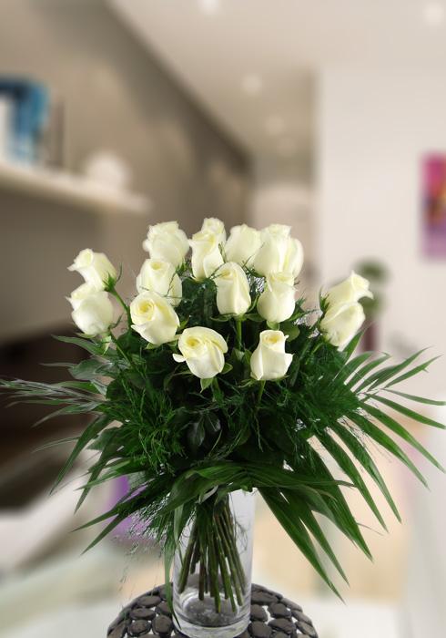 18 rosas blancas extra decoradas